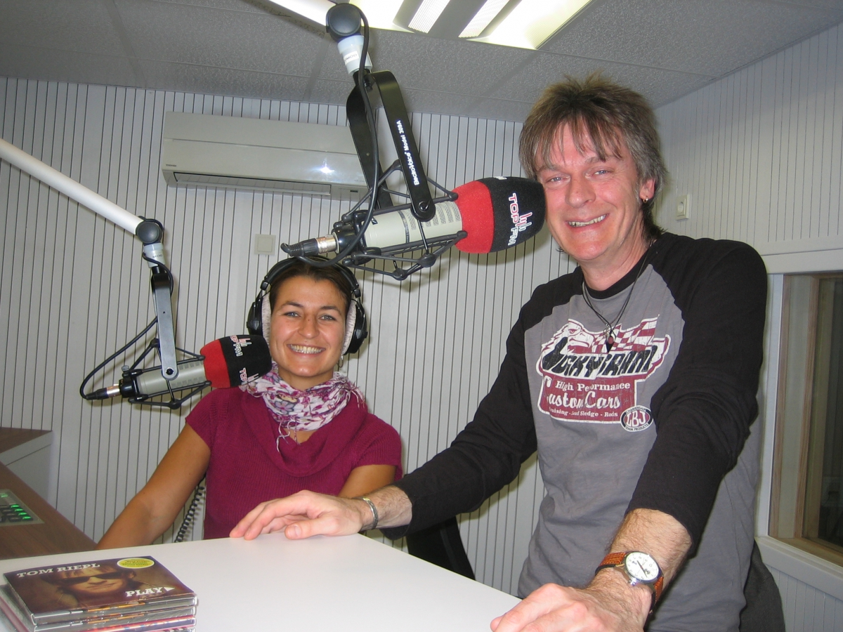 TopFM106.4